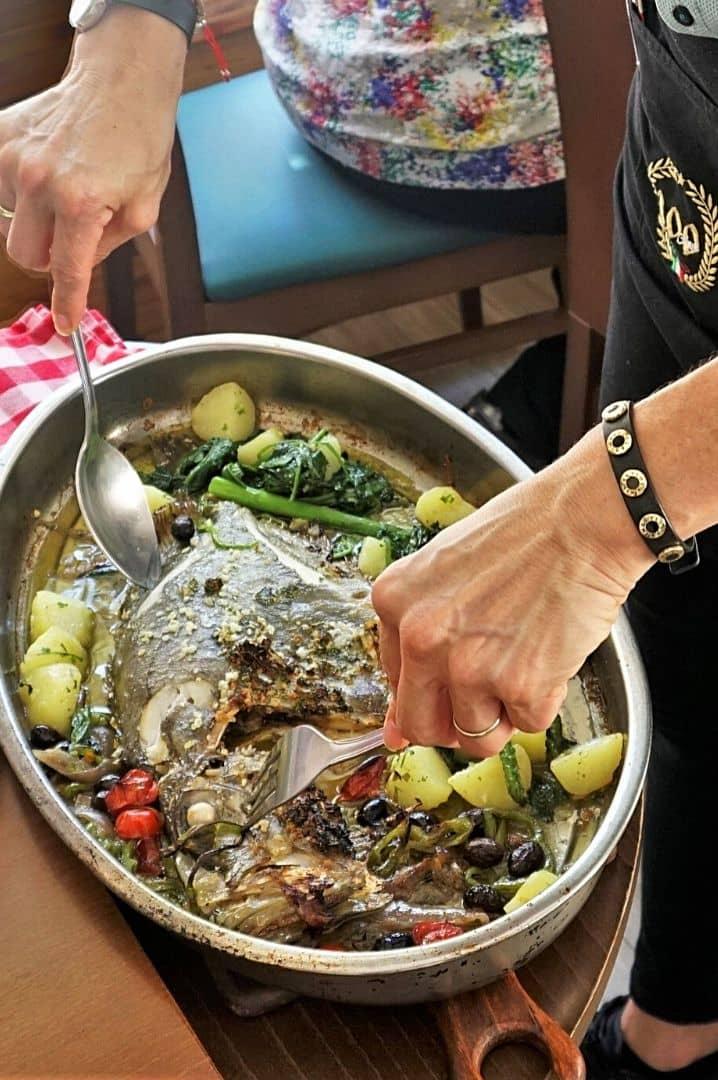 Marcela-sirviendo-pescado-La-Bottega-di-Michele